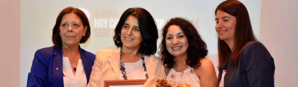 Académica de la FACE UBB recibió reconocimiento en el Día Internacional de la Mujer
